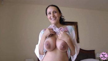 Indian gf takes a good pounding on the bed